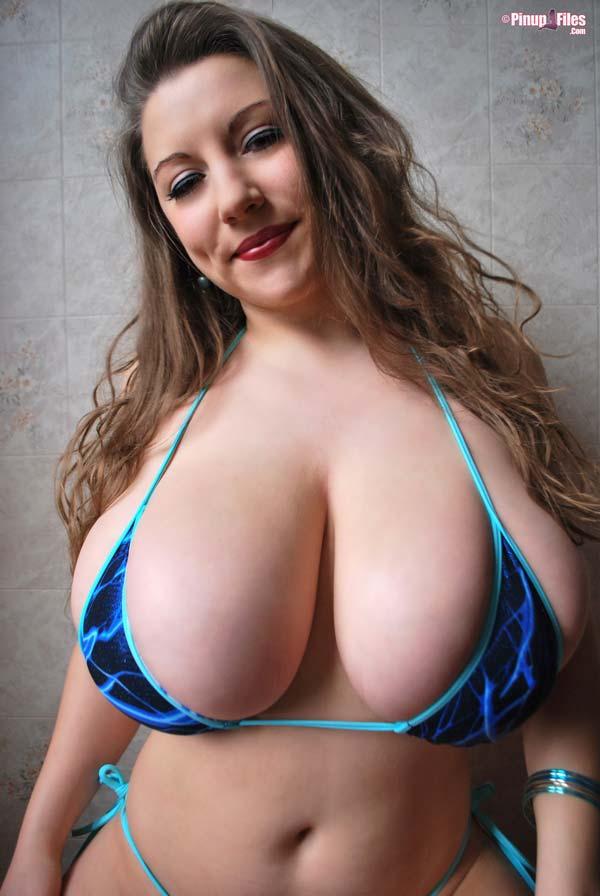 all-natural-samanta-lily-bikini-shower1