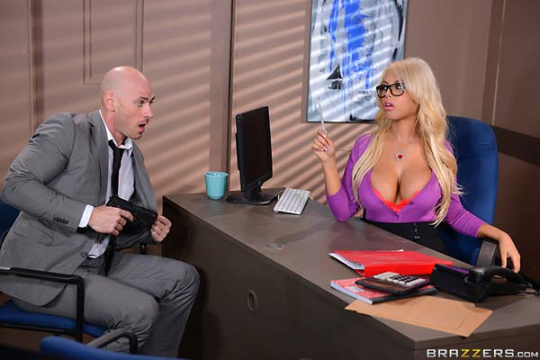 bridgette-b-in-titty-heist-i-this-is-a-hold-up02
