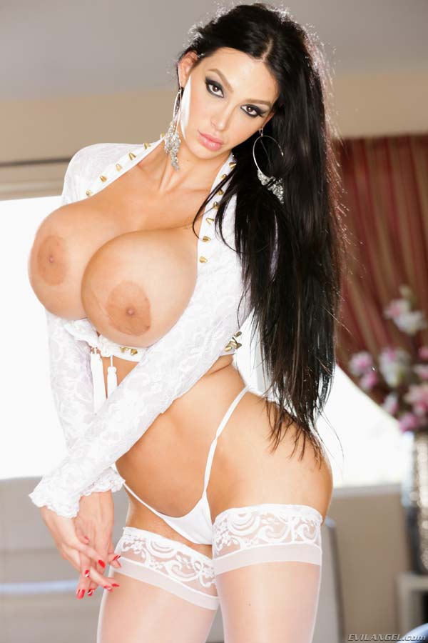 bust-amy-anderssen-in-sexy-white-lingerie-gets-fucked-by-mr-pete_02