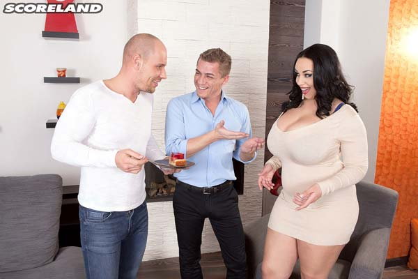 busty-anastasia-lux-in-a-friendly-threesome01