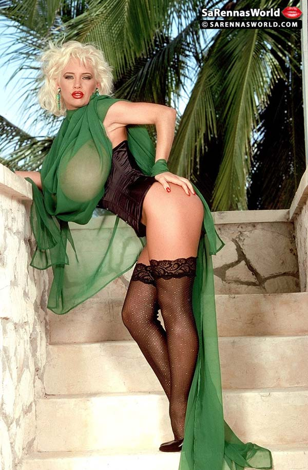 busty-and-elegant-sarenna-lee-in-green05