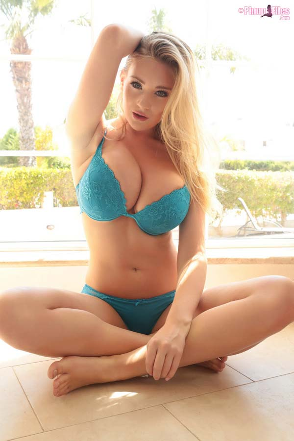 busty-blonde-babe-beth-lily-in-a-green-bra12