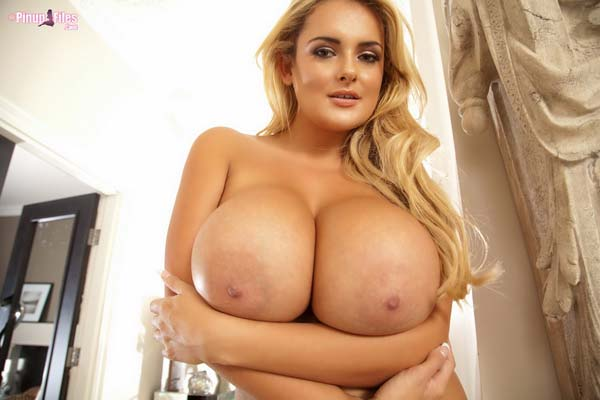 busty-blonde-katie-thornton-in-a-golden-bra14