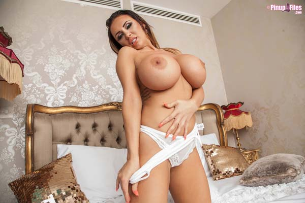 danniella-levy-is-a-hot-busty-bimbo13