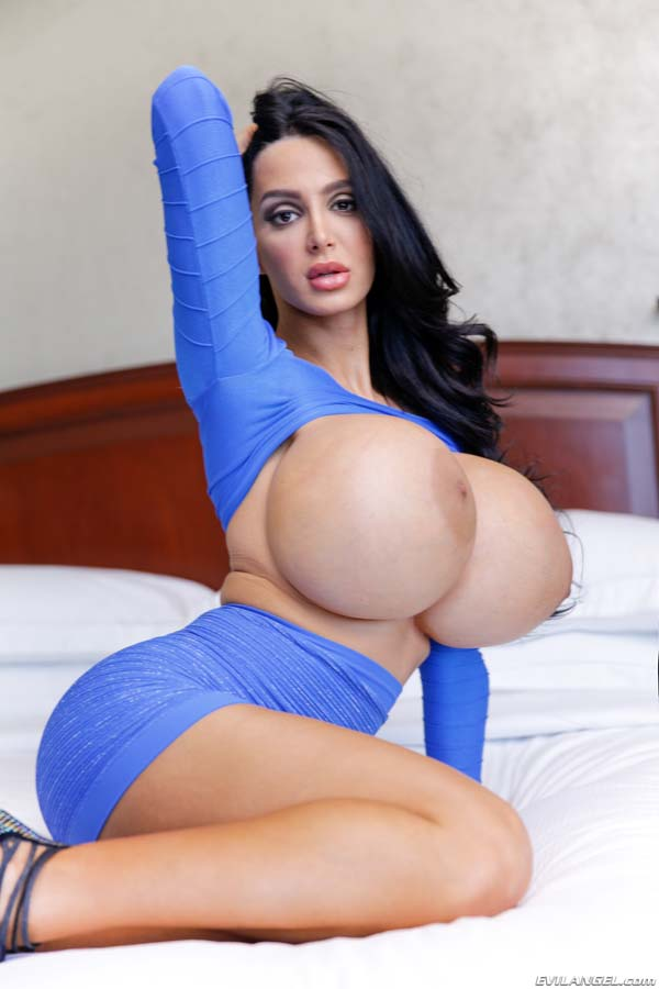 huge-titties-amy-anderssen-in-a-tight-sexy-dress_08