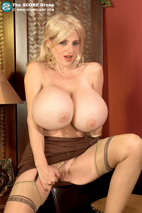 mature-beauty-deena-duos-got-some-giant-tits06