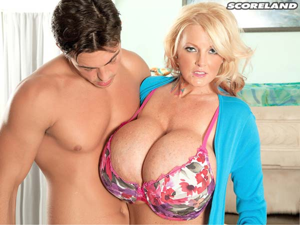 sabrina-linn-is-a-busty-sexxx-superstar-milf10