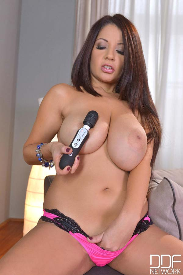 spanish-tittie-babe-susana-alcala-plays-with-a-vibrator008