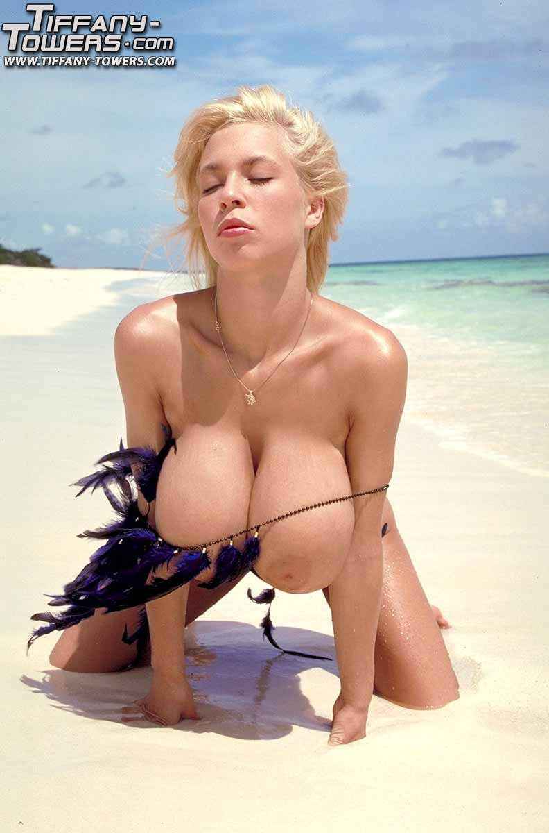 tiffany-towers-poses-on-the-beaches-of-eleuthera-island-09
