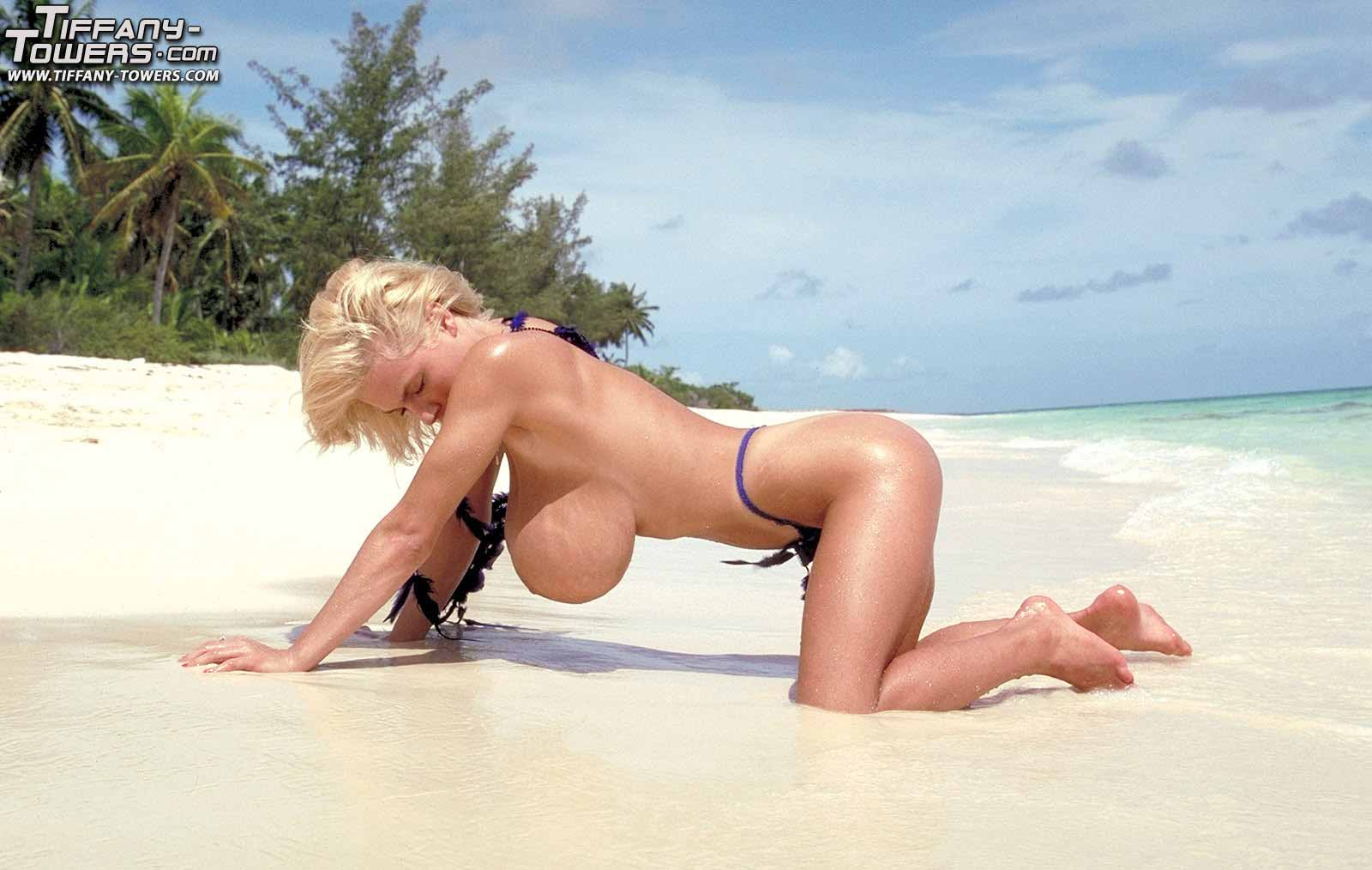 tiffany-towers-poses-on-the-beaches-of-eleuthera-island-10