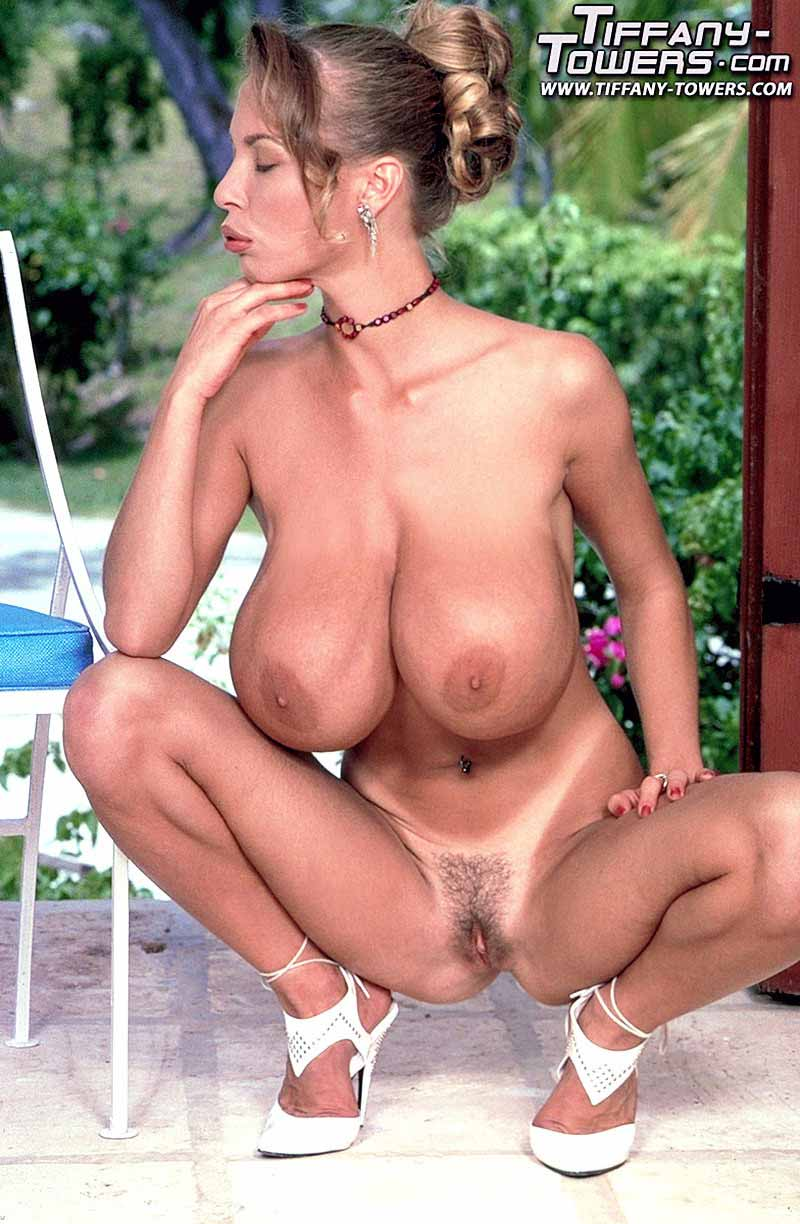 tiffany-towers-spread-her-pussy-outdoors-82