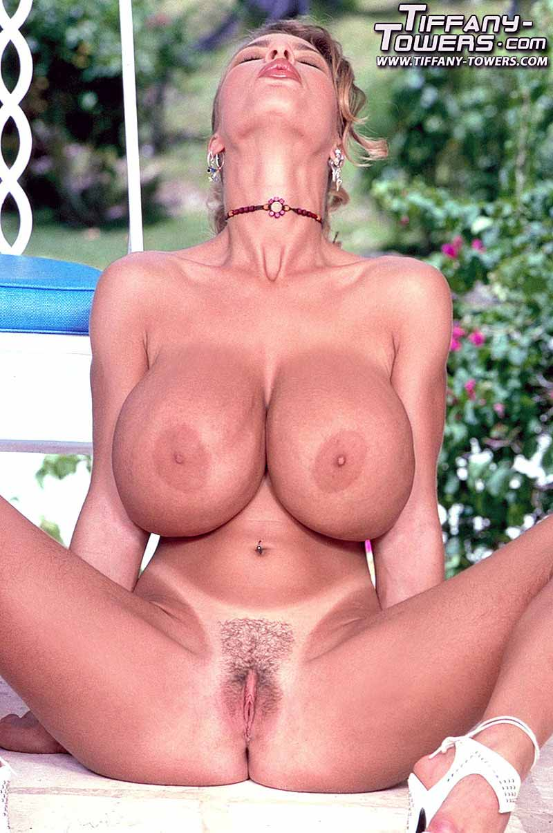 tiffany-towers-spread-her-pussy-outdoors-86