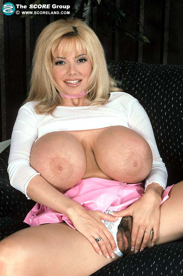 traci-topps-shows-her-huge-boobs-wearing-a-pink-skirt17