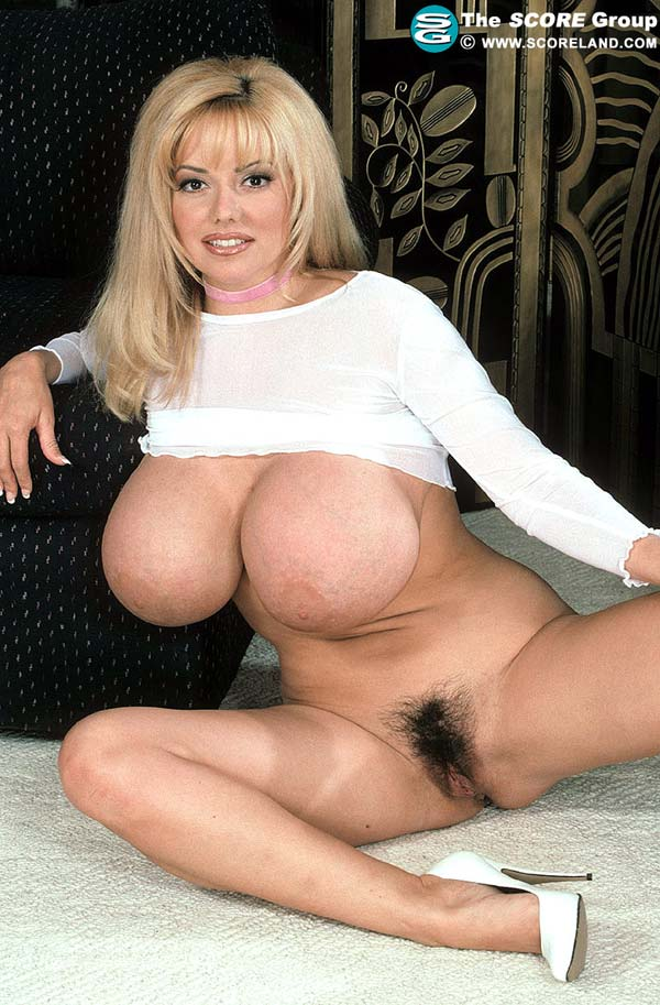 traci-topps-shows-her-huge-boobs-wearing-a-pink-skirt38