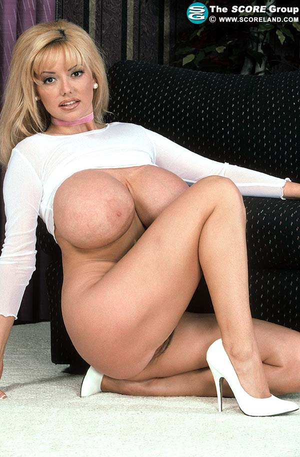 traci-topps-shows-her-huge-boobs-wearing-a-pink-skirt40