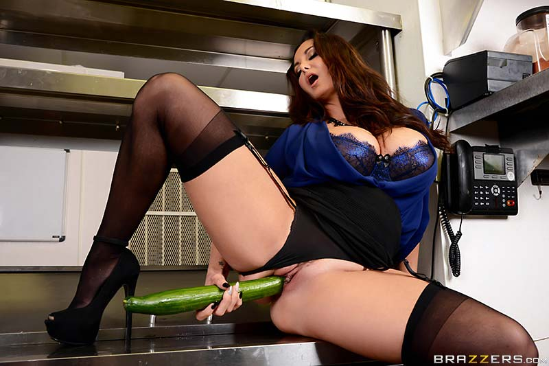 ava-addams-is-the-fucking-food-inspector02