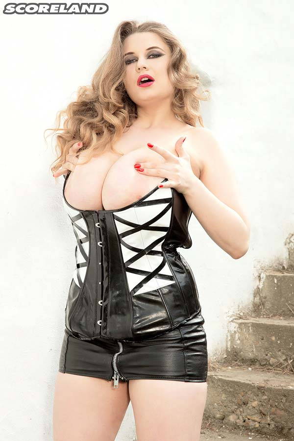 larissa-linn-in-a-latex-outfit-exposes-her-boobs06