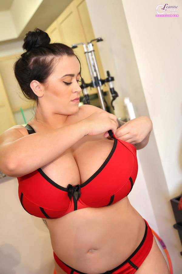 watch-leanne-crow-diary-day-trying-out-more-lingerie2