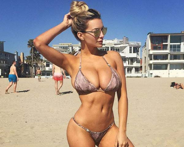 hot-babe-lindsey-pelas-in-bikini-shows-her-natural-bouncy-tits-12