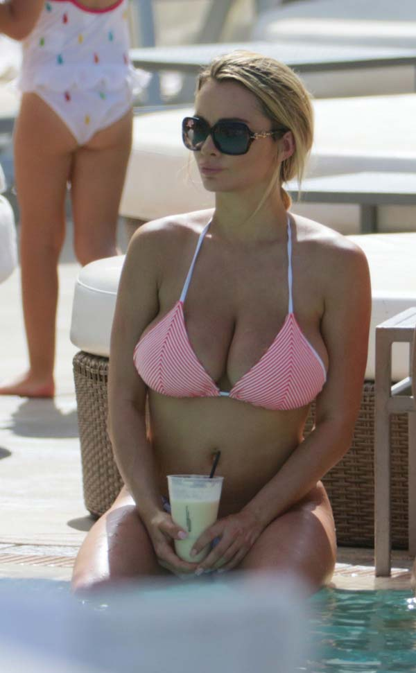 hot-babe-lindsey-pelas-in-bikini-shows-her-natural-bouncy-tits-3