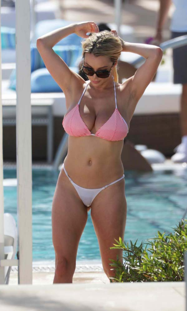 hot-babe-lindsey-pelas-in-bikini-shows-her-natural-bouncy-tits-5