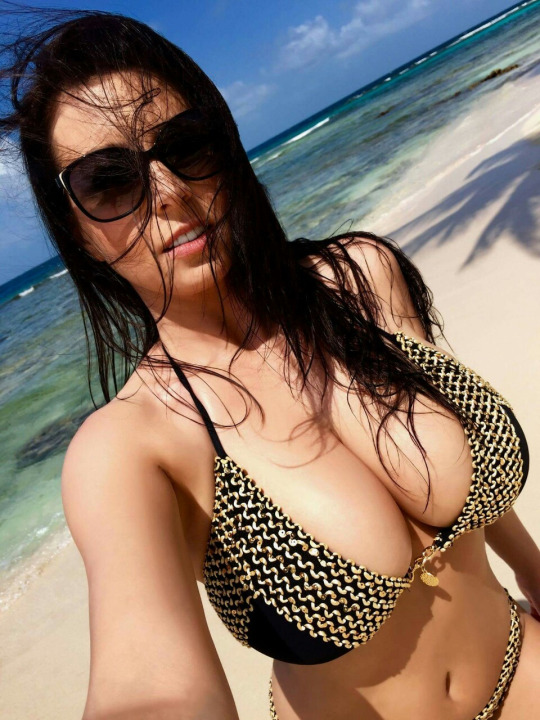 hot-busty-babes-