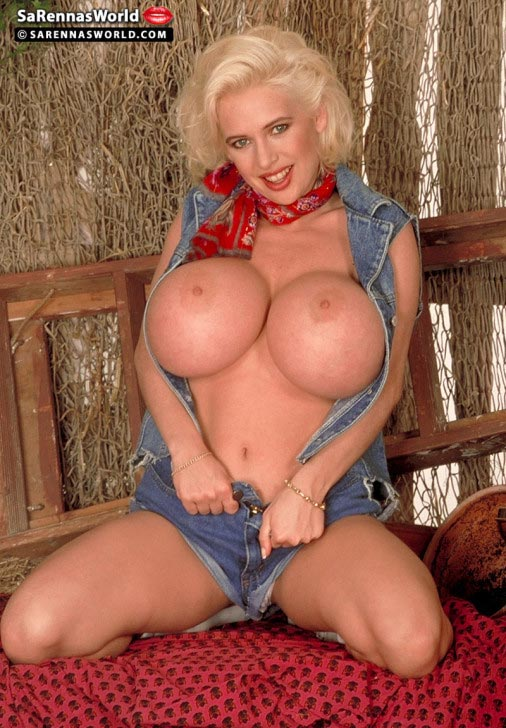 sarenna-lee-in-blue-jeans-08