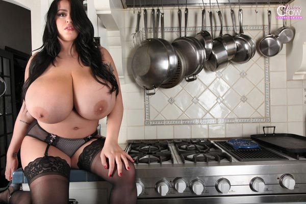 3busty-leanne-crow-in-the-kitchen