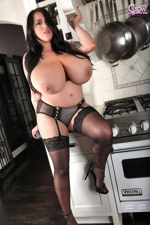 4busty-leanne-crow-in-the-kitchen