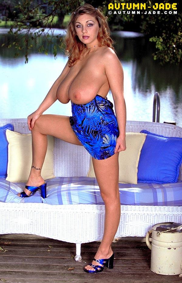 autumn-jade-in-a-summer-blue-dress10