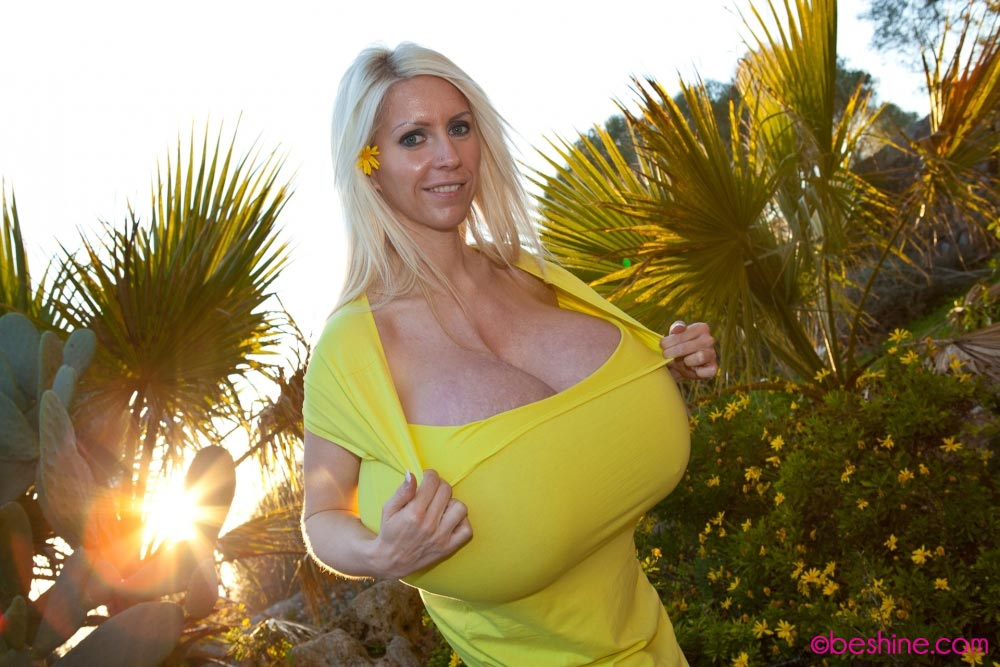 beshine-in-a-tight-yellow-dress6