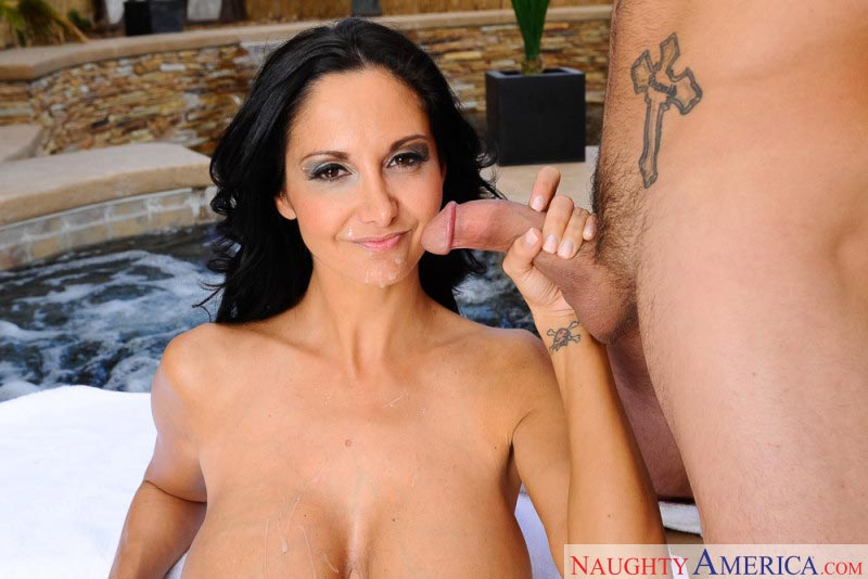 12ava-addams-seduces-the-pool-guy