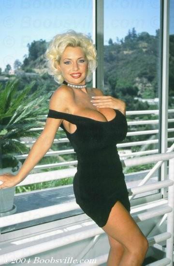 1_hot-sarenna-lee-in-a-sexy-black-dress