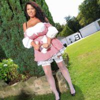 1rachel-aldana-is-a-garden-maid
