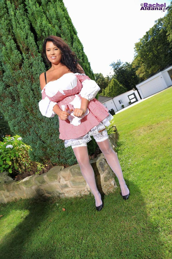 1rachel-aldana-is-a-garden-maid