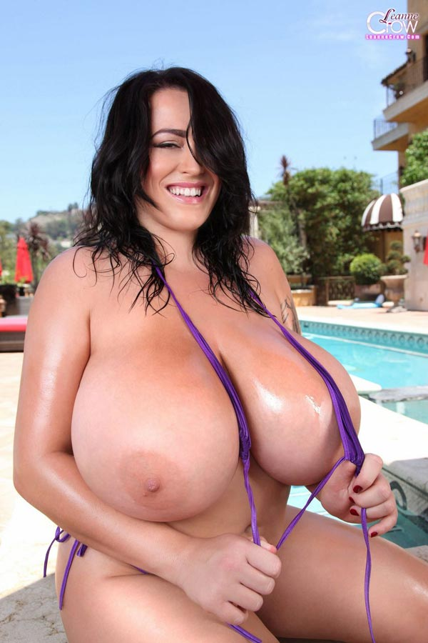 3-leanne-crows-massive-pool-floaties