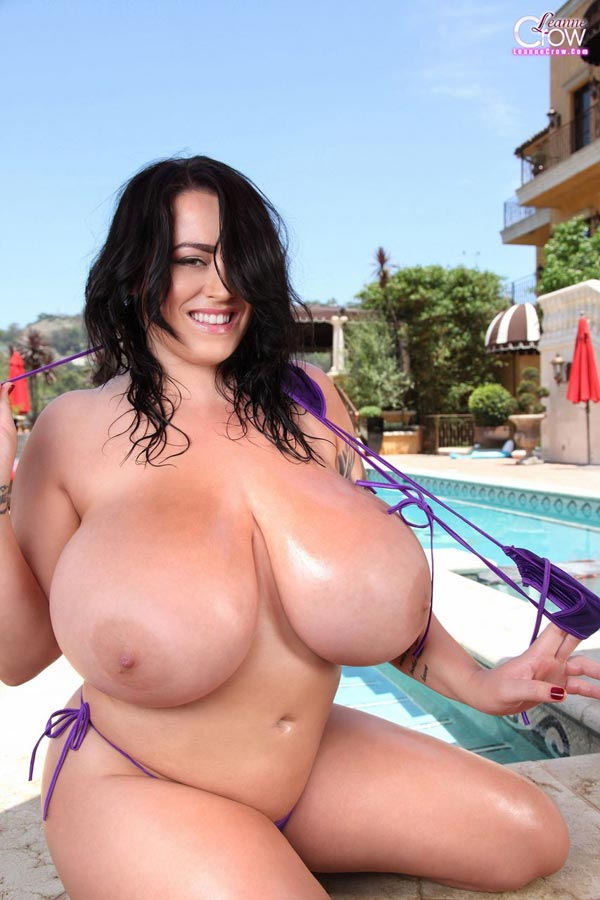 4-leanne-crows-massive-pool-floaties
