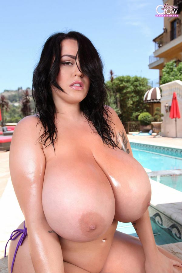 5-leanne-crows-massive-pool-floaties