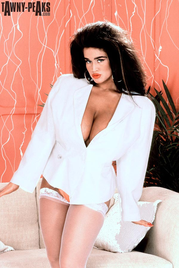 90s-busty-babe-tawny-peaks-in-a-white-jacket01