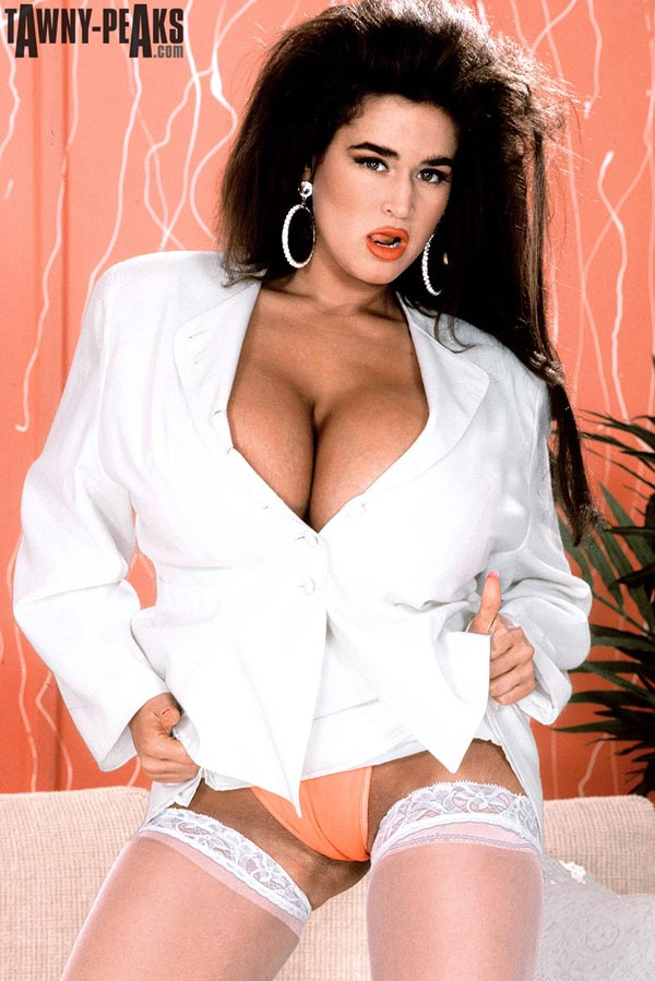 90s-busty-babe-tawny-peaks-in-a-white-jacket04