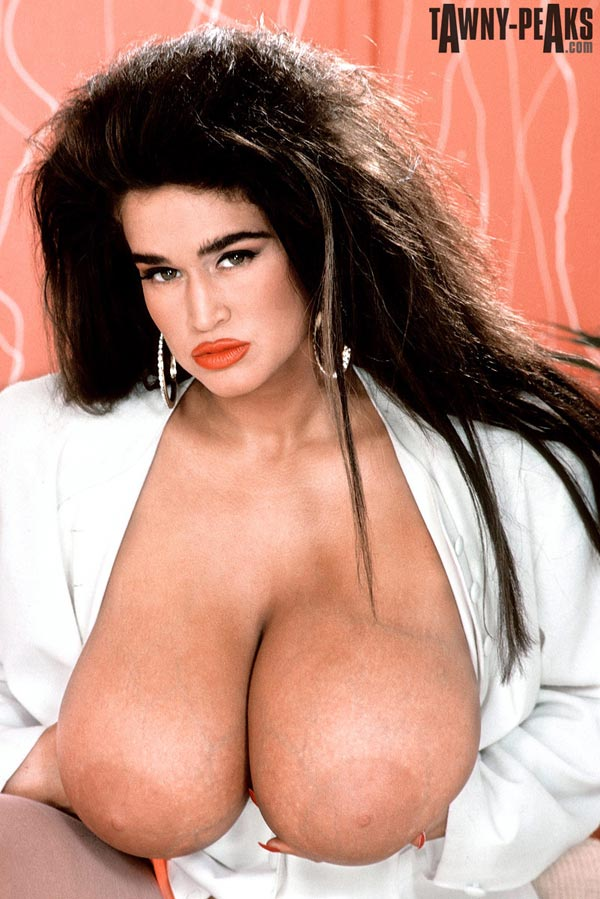 90s-busty-babe-tawny-peaks-in-a-white-jacket08