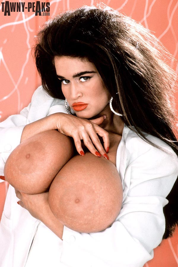 90s-busty-babe-tawny-peaks-in-a-white-jacket11