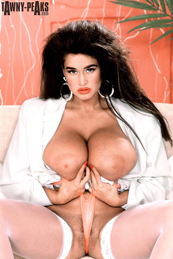90s-busty-babe-tawny-peaks-in-a-white-jacket13
