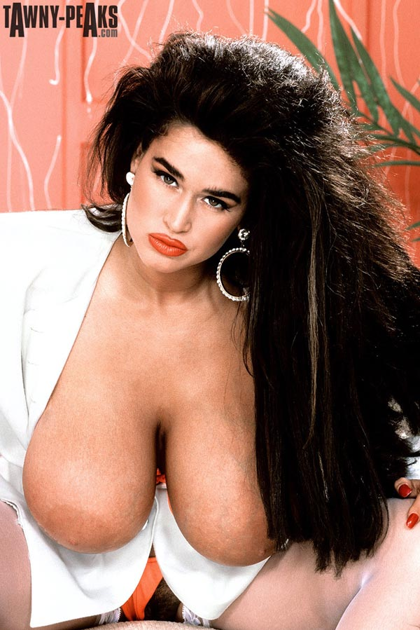 90s-busty-babe-tawny-peaks-in-a-white-jacket14