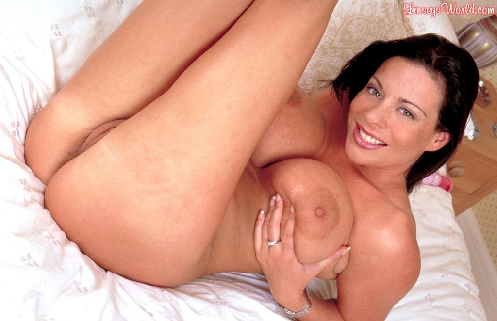 linsey-dawn-mckenzie-play-time-in-bed-55