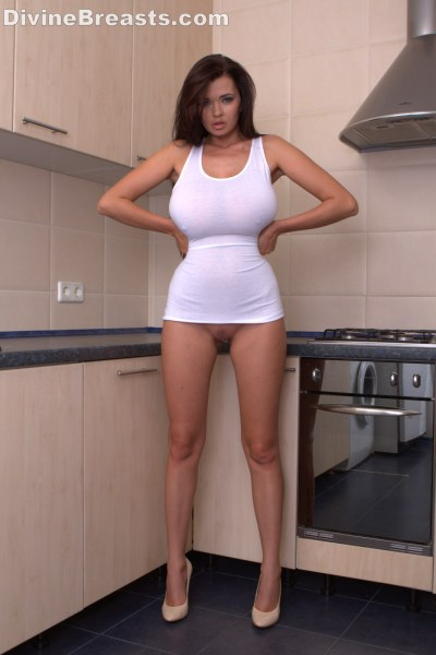 beautiful-sha-rizel-in-the-kitchen1