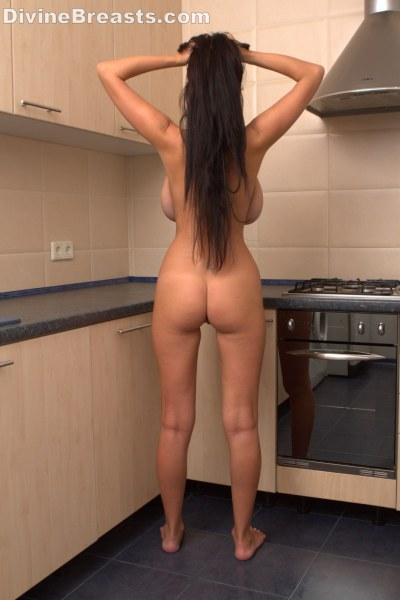 beautiful-sha-rizel-in-the-kitchen8