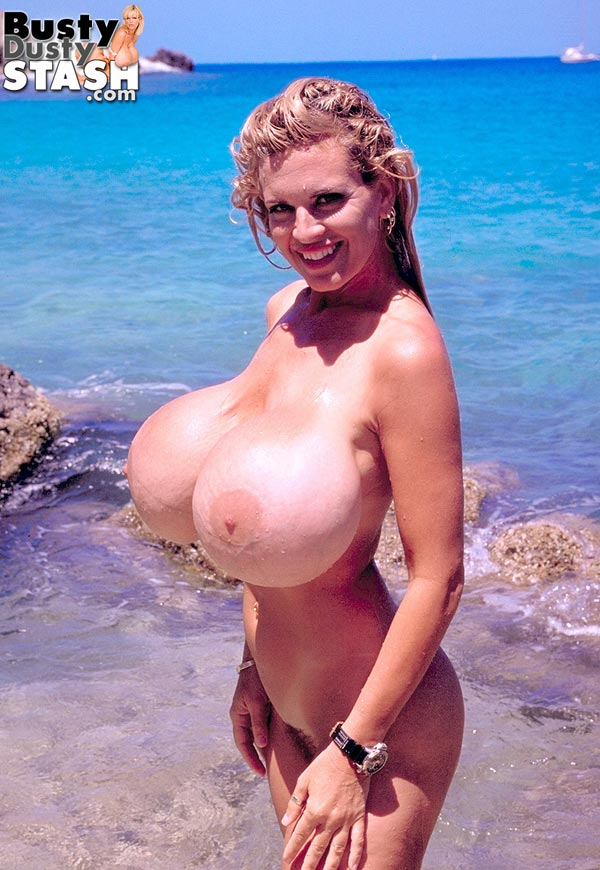 busty-dusty-at-the-beach57