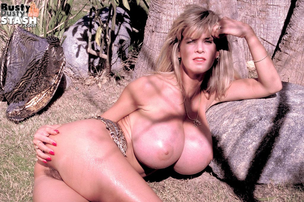 busty-dusty-big-tittie-amazon65