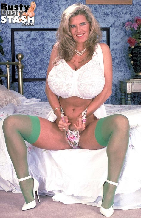 busty-dusty-in-green-stockings11